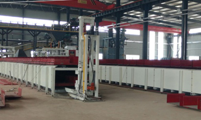 Automatic molding machine for clay sand