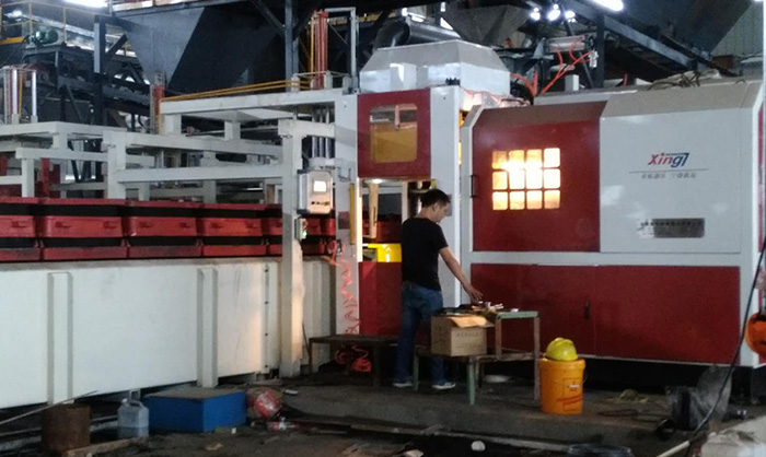 Automatic horizontal box less molding machine