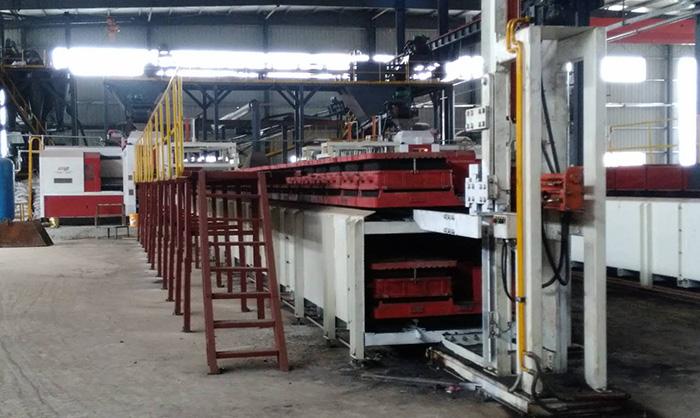 Automatic horizontal box less molding machine