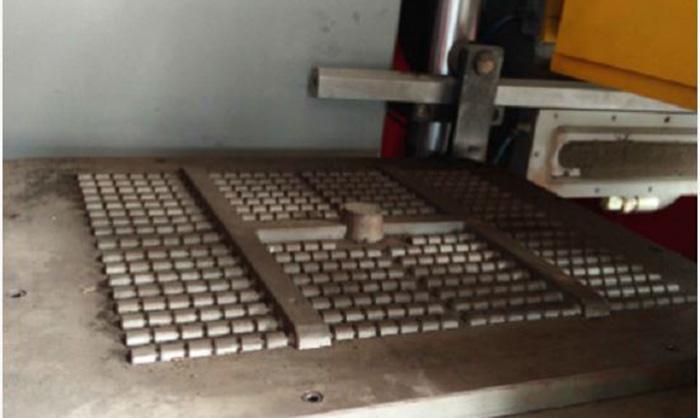 Horizontal box-less moulding machine