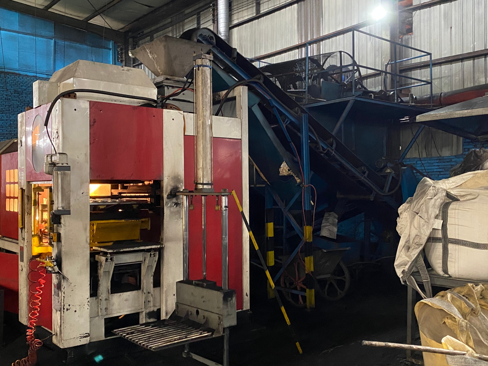 Automatic horizontal high pressure sand molding machine